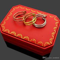 erkekler için altın taş yüzük tasarımları toptan satış-Üç-halka yüzük tırnak desen severler moda üst tasarımı yüzük 18 K altın-kaplama taş Ebedi aşk erkekler ve kadınlar alyans takı