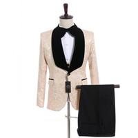 schwarze tuxedo champagner krawatte großhandel-Champagner Jacquard Bräutigam Smoking Schwarz Samt Revers Seitenschlitz Männer Hochzeit Smoking Ausgezeichnete Männer 3-teiliger Anzug Blazer (Jacke + Hose + Krawatte + Weste) 47