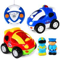 carros de polícia remotos venda por atacado-Desenhos Animados RC Carro de Polícia e Carro de Corrida de controle remoto Brinquedos Com iluminação de música para crianças modelo de carro C4135