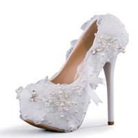 sapatos de renda branca pérola venda por atacado-Nova moda artesanal de dedo do pé Redondo sapatos para as mulheres princesa rendas Arco de salto alto sapatos de casamento branco pérolas super saltos Plus Size sapatos de noiva