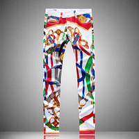 jeans blancos diseñados para hombres al por mayor-Mens irregulares pintado pintada diseño de impresión jeans rectos lápiz largo Pantalones hombre blanco Adolescente Jeans Streetwear Sim motorista Vaqueros Jean
