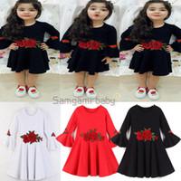 bebek beyaz nakışlı elbise toptan satış-Perakende Bebek Kız Parlama Kol Işlemeli Çiçek Prenses Elbiseler Çocuklar Kırmızı Beyaz Sevimli Pileli Bir Çizgi Elbise Çocuk Güz butik giysi