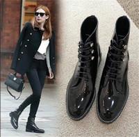 ingrosso scarpe piane nere di brevetto-Nuove donne autunno punta a punta in pizzo moda -up stivaletti in vernice martin flat nero stivali