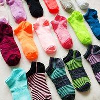 calcetines de navidad para niñas al por mayor-Navidad Mujeres Calcetines tobilleros UA Under Football zapatillas de verano Calcetines Niñas Marca de corte bajo Sock Sports Skateboard Sock ua stocking