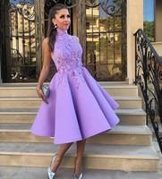 vestido de coctel morado de cuello alto al por mayor-Light Purple Cuello alto sin mangas de longitud de té Vestidos de cóctel A Line Satin Lace Appliqued Vestido corto de fiesta Prom Vestido de fiesta