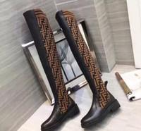 ingrosso stivali alti neri per le donne-2018 Fashion Luxury Designer Stivali da donna Bianco sopra gli stivali al ginocchio Donna Nero Stivali alti in pelle Stivali invernali Calzini con scatola