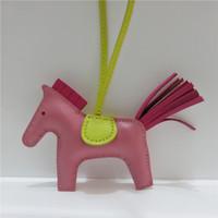 mujer llavero cuero al por mayor-Lujo hecho a mano de piel de cordero de cuero genuino caballo llavero llavero animal mujeres bolsa Charm BagColgante accesorios regalos de cumpleaños
