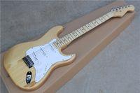 ingrosso chitarra elettrica a colori in legno naturale-Chitarra elettrica color legno naturale con pickguard bianco, corpo ASH, pickup 3S, hardware Chrome, che offre servizi personalizzati