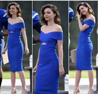 diseños de vestidos de azul real al por mayor-Miranda Kerr Royal Blue Short Prom Cocktail dDresses 2019 Sexy Simple Design Off hombro Sheather Tea-longitud Party Party Vestido de noche