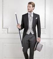 terno de fraque preto venda por atacado-Cool Black Groom Smoking Homens Wedding Tailcoat Noivo Terno Melhor Homens Terno casaco de cauda de andorinha (Jacket + Pants + colete)
