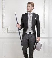 trajes de etiqueta negro esmoquin al por mayor-Cool Black Groom Tuxedos hombres boda traje de novia traje de novio mejor traje de hombres swallow-tailed Coat (Jacket + Pants + chaleco)