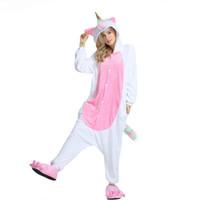 b2b77e165c96d Licorne Onesie Corne D or Pyjama Hommes Femmes Adulte Rainbow Filles  Costume De Fête D hiver Ensemble Flanelle Doux Combinaison Nouveau