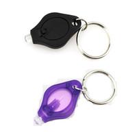 mini-spielzeugauto keychain großhandel-Neue Mini LED Spielzeug Geld Detektor 395-410nm Lila UV LED Licht Keychain ID Währung Pässe Detektoren Schlüsselanhänger Autoschlüssel Zubehör
