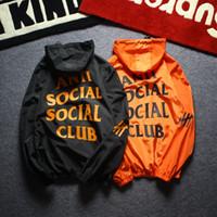 ingrosso giacche da vento nero-Giacca da uomo casual design cappotto crema solare abbigliamento uomo giacche top lettera stampata risvolto con cappuccio nero giacca a vento streetwear asiatico 2XL