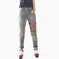 jeans rotos parcheados al por mayor-Agujeros de remiendo de la bandera rasgados Boyfriend Jeans Mujeres con jeans de cintura alta para niñas con las rodillas rasgadas Pantalones sueltos Mujeres