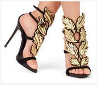 venda de saltos altos de ouro venda por atacado-Venda quente De Ouro De Metal Asas Folha Com Tiras Vestido Sandália Prata Ouro Vermelho Gladiador Sapatos De Salto Alto Mulheres Metálicas Sandálias Aladas