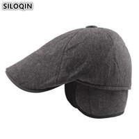 oreja de boina al por mayor-SILOQIN Winter Men Beret Hat Plus Velvet Cotton Orejeras calientes a prueba de viento Sombreros Para hombres de mediana edad Gorra de esquí Gorras de lengua con orejas