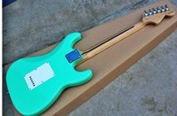 livraison gratuite guitare gaucher achat en gros de-Usine En gros top qualité pas cher GYST-1063 main gauche lumière couleur vert blanc plaque érable touche ST guitare électrique, Livraison gratuite