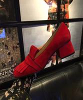 bombas de outono venda por atacado-Bombas de vestido mulheres primavera outono vermelho preto ouro 5 cm 9 cm saltos grossos saltos med pérola sapatos de marca de moda feminina sapatos para couro deslizamento em