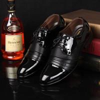 zapatos planos puntiagudos marrones al por mayor-Zapatos de vestir del nuevo hombre 2018 Zapatos de lujo del negocio de los hombres planos Oxfords Zapatos casuales Zapatos de cuero del tamaño del Derby de cuero marrón grande de estilo británico Zapatos de gran tamaño