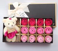 ingrosso disegni petali di fiori-Creativo sapone petalo di rosa Fiori decorativi Fiori adorabile orso Nuovo Design For Holidays Regalo di Natale 12 pezzi in 1 confezione regalo