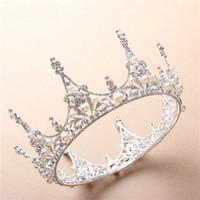 coroas redondas para noivas venda por atacado-Gloriosa Noiva Rodada Coroa Princesa Tiaras De Cristal Strass Chapelaria Ornamento Das Pérolas Vestido De Noiva Acessórios Para o Cabelo Espumante