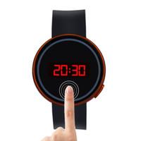 черный экран смотреть оптовых-2018 new Fashion Men Women Watch LED Touch Screen Date Silicone Wrist Black Watch 57x