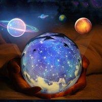 luzes da noite de projeção venda por atacado-Inteligência Universo Lâmpada de Projeção Auto Escurecimento LED Night Light Estrela Romântica Céu USB Recarregável Girar Mestre Para Presentes 28ln ZZ