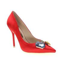 cd66baf5 Moda Nueva rosa satén rojo señaló tacones con dulces finos colores piedra diamante  zapatos de boda de las mujeres zapatos de boca baja sexy