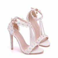 zapatos abiertos de la boda del cordón al por mayor-Nuevo blanco que rebordea los zapatos abiertos del dedo del pie para las mujeres Crystal los altos talones los zapatos de la boda del tacón de aguja de la manera Lace Flower Tobillo de la tira sandalias nupciales