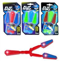 çevirme bıçakları toptan satış-Fidget Spinner Uçucu Oyuncaklar Flip Finz LED Işık Up Aydınlık Plastik Flail Bıçak Oyuncak Hareket Rotasyon Dekompresyon Kelebek Bıçaklar Y