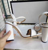 seksi deri sandal topuklu ayakkabı toptan satış-Yeni Gelenler 2018 Rugan Heyecan Topuklu Kadın Benzersiz Tasarımcı Sivri Burun Elbise Düğün Ayakkabı Seksi ayakkabı Mektuplar topuk Sandalet