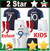 jerseys de fútbol niños al por mayor-2 Stars Francia kit para niños camisetas de fútbol 2018 France Niño soccer jerseys copa del mundo GRIEZMANN MBAPPE POGBA DEMBELE KANTE football Jersey de fútbol equipo nacional shirts 2018/19 top cali