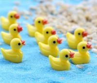 lua nova luz pendant venda por atacado-Mini Pato amarelo Modelo da fada do jardim Resina Miniatura Micro Moss Paisagem DIY Artesanato Decoração Ferramentas BS06