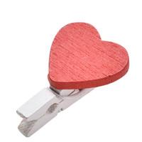pinza de madera para el corazón al por mayor-20 unids / lote en forma de corazón clips de madera oficina decoración suministros corazón mini pinza de madera clips