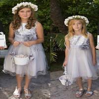 çocuklar payet tops toptan satış-Sparkly En Sequins Gümüş Çiçek Kız Elbise A Line Diz boyu Organze Kısa Yaz Ülke Genç Gelinlik Modelleri Ucuz Çocuklar Pageant