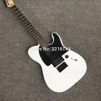 laque blanche achat en gros de-Guitare électrique blanche de haute qualité, taille concave à la taille, laque piano qui cuit. Réglage du verrouillage noir, matériel noir, photo réelle