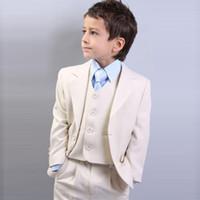 casaco de meninos venda por atacado-Bege Slim Fit Meninos Ternos Crianças Ternos 2018 Wedding Prom Set 3 Peças (Jacket + Pants + Vest) Formal Wear para Crianças