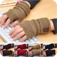 warme halbe fingerhandschuhe großhandel-Fingerlose Herbstwinter der heißen Verkaufsmode-Frauen strickte Handschuhe halben Finger, der mit Knöpfen Mann-Frauenhandschuhen warm ist