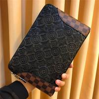 bolsa negra para hombre al por mayor-Nuevo diseñador de moda hombre bolso de embrague Italia top patrón de impresión bolso 9732 cremallera negro cuadrado superior billetera
