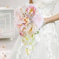 künstlichen korallen blumen für die hochzeit großhandel-Coral Pink Rose Pfingstrose Braut Wassertropfen Bouquet, künstliche Blume Kristall Schmetterling Hochzeit Brautstrauß, Hochzeit Blumendekor
