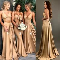 vestidos longos de ouro venda por atacado-Sexy Ouro Dama de Honra Vestidos com fenda 2018 A Linha V Neck Longo Boho país praia Vestidos de Madrinha de Honra Plus Size Wedding Guest Wears