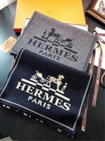 ingrosso stole in seta nera-Sciarpe menswear di marca di lusso europeo ed americano della sciarpa del progettista degli uomini di inverno di autunno degli uomini di lusso di lusso Vendita calda di buona qualità con la scatola