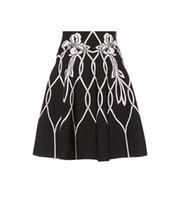 Qualitäts-schwarze Frauenart und weise Gestreifte A-Linie gestrickte HL  Bandage ROCK-elastische hohe taillierte PARTY Röcke Großverkauf b2a37a9f8d
