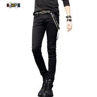 jeans coreanos masculinos al por mayor-Venta caliente para hombre diseñador coreano negro Slim Fit Jeans Punk Cool Super Skinny Pants With Chain para hombre S913