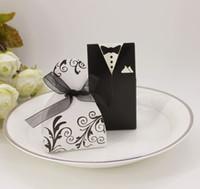 gelinlik iyilik kutuları toptan satış-Düğün Favor Şeker Kutusu Gelin Ve Damat Smokin Elbise Kıyafeti Şerit Düğün Favor Şeker Kutusu Düğün Parti Dekor