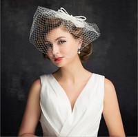 düğün şapkaları toptan satış-Toptan Gelin Şapka ile Dantel ile İnciler Keten Kadın Düğün Aksesuarları Gelin Şapka el yapımı Tiara sırf peçe Saç süsler
