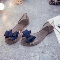 plastiksandalen frauen flach großhandel-Sandalen der Großhandelfrauen mit Bogen-elegante flache Heet-Süßigkeits-Farben-Plastikstrand-Sandalen für Schuhe der Dame-PVC-Frauen
