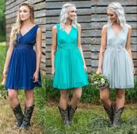 vestidos de dama de honor hasta la rodilla de la vendimia al por mayor-New Sage Hunter Blue A Line V cuello longitud de la rodilla vestidos de dama de honor 2019 Short Vintage Appliqued vestidos de cóctel