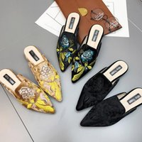 Wholesale ladies velvet flats - Womens Closed Toe Embroidery Slippers Fashion Design Slip On Flats Shoes Pointed Toe Suede Velvet Ladies Casual Shoes